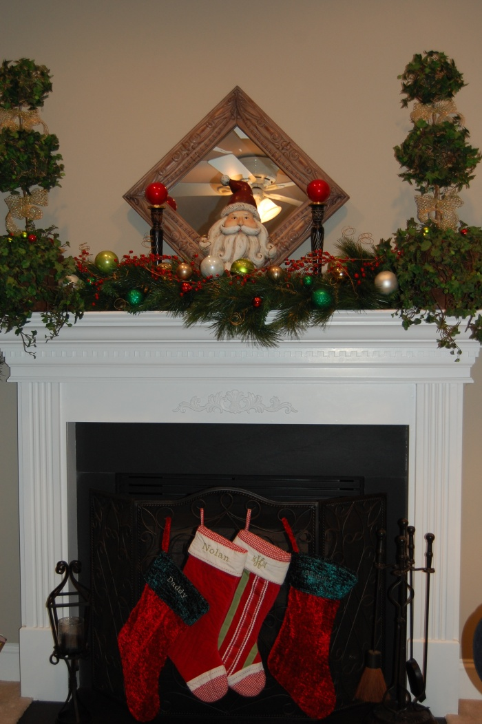 Family Room1-Classic Tassels Christmas Home Tour