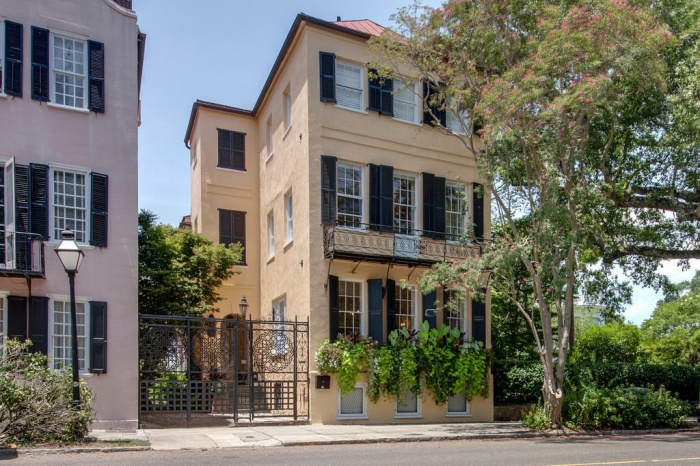 Home Tour: Post American Revolution Restoration in Charleston1 | classictasselsandmore.com