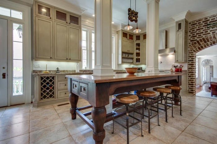 Home Tour: Post American Revolution Restoration in Charleston11 | classictasselsandmore.com
