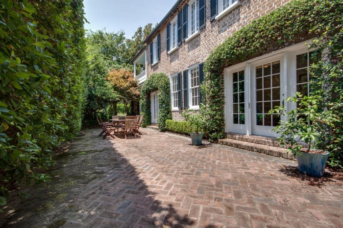 Home Tour: Post American Revolution Restoration in Charleston24 | classictasselsandmore.com