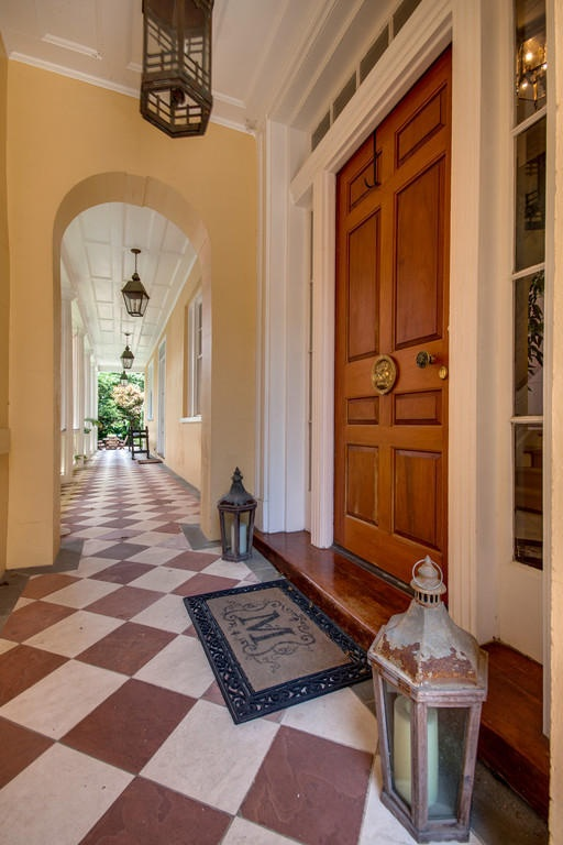 Home Tour: Post American Revolution Restoration in Charleston3 | classictasselsandmore.com