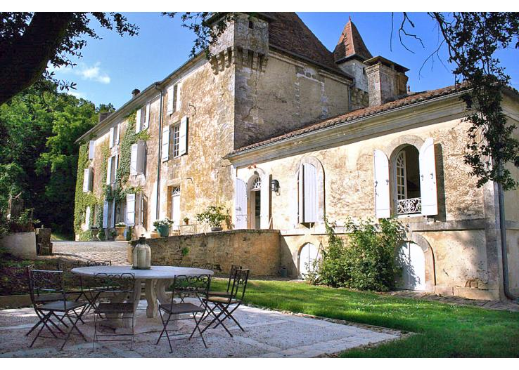 Home Tour: A 17th Century French Chateau 1|classictasselsandmore.com