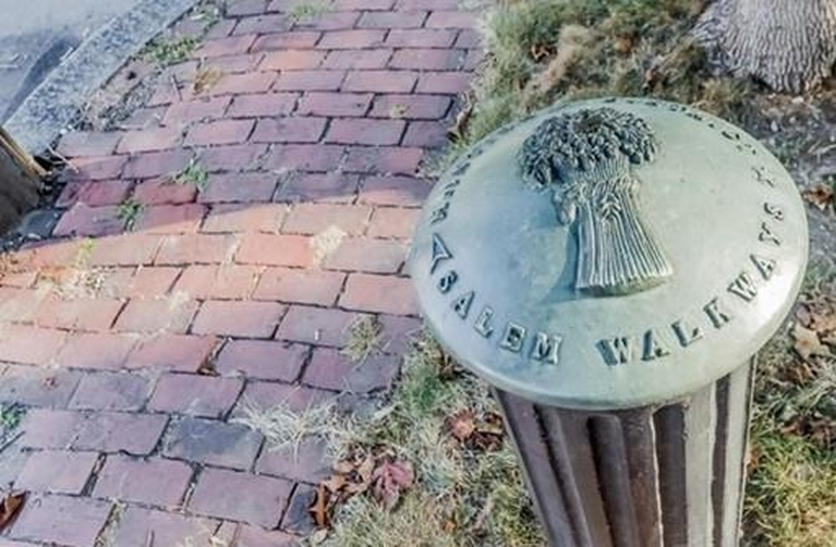 Home Tour: Walk Through All Hallows' Eve in this Historic Salem, MA Home21|classictasselsandmore.com