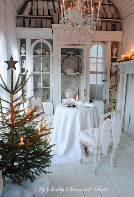 Christmas Decor for Small Spaces from House Beautiful|classictasselsandmore.com