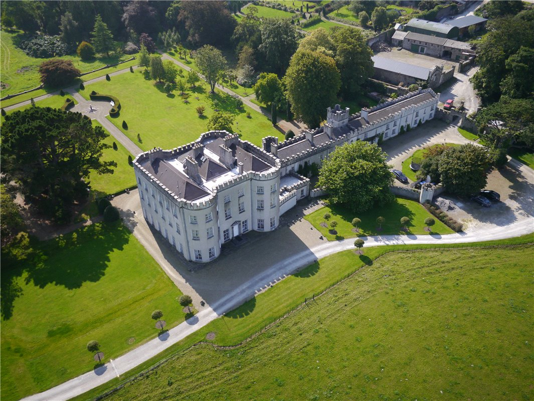 Home Tour: Glin Castle in County Limerick, Ireland1|classictasselsandmore.com