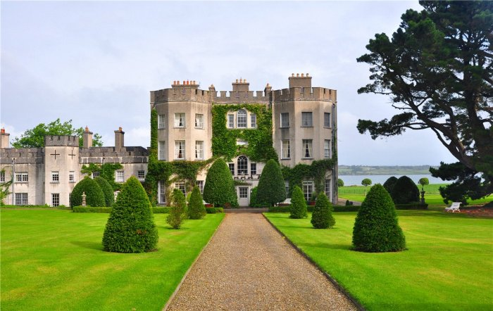 Home Tour: Glin Castle in County Limerick, Ireland2|classictasselsandmore.com