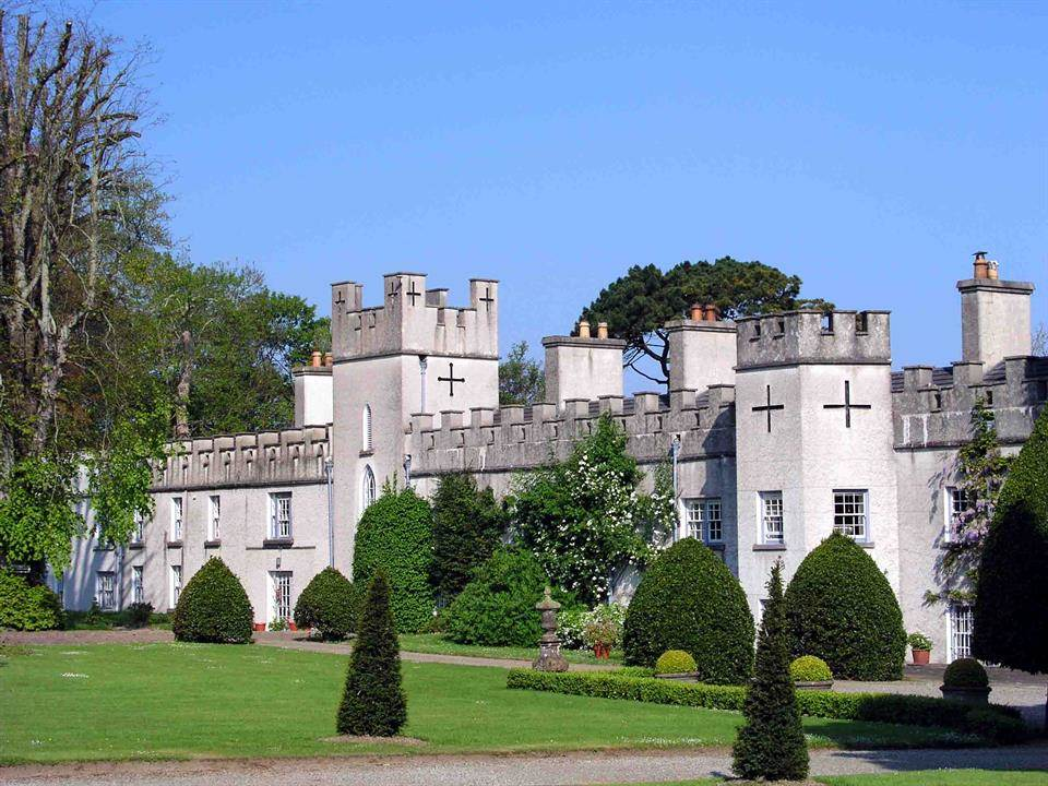 Home Tour: Glin Castle in County Limerick, Ireland4|classictasselsandmore.com