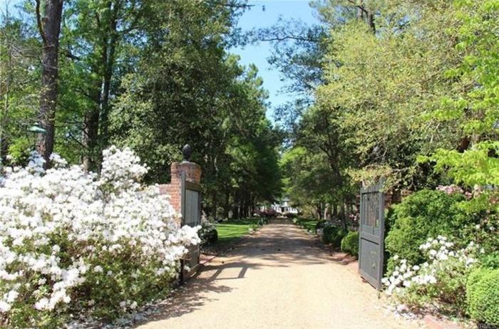 Home Tour: A Gentlemen's Estate in Gloucester, VA | www.classictasselsandmore.com