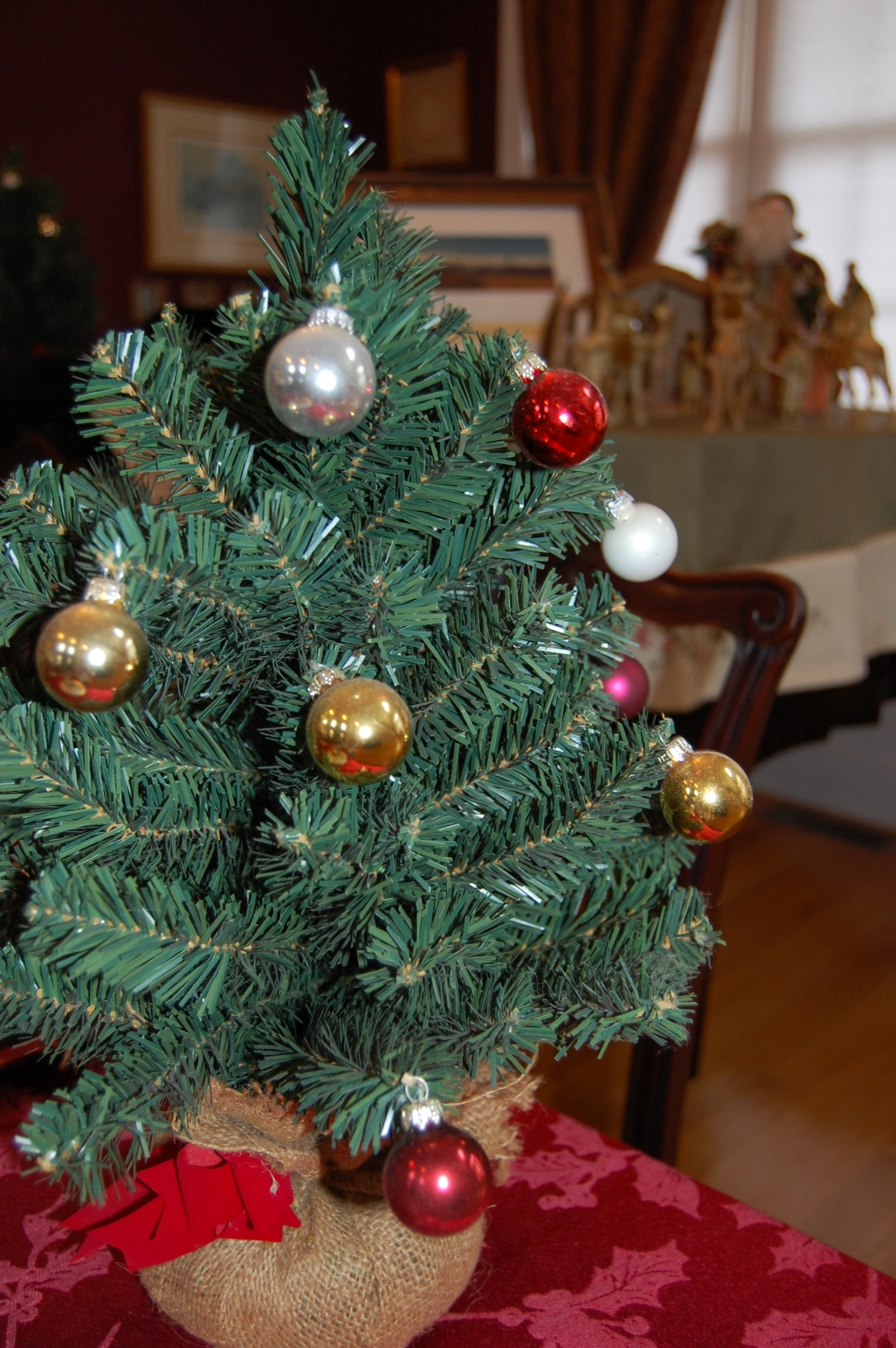 Decorating with Leftover Ornaments | www.classictasselsandmore.com