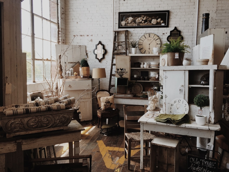 Design Trends to Watch in 2017 - farmhouse | www.classictasselsandmore.com