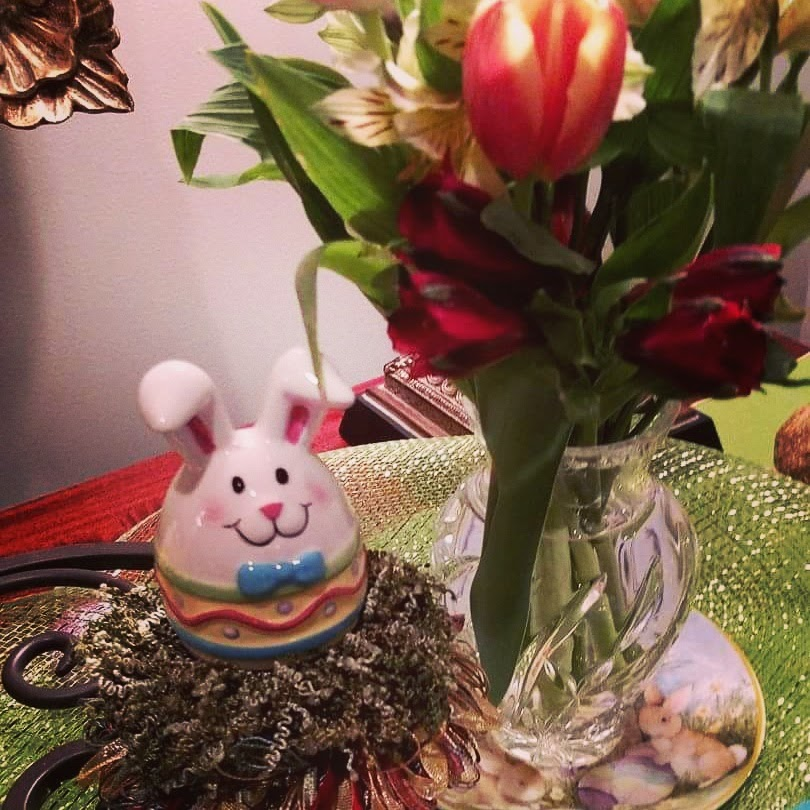 10 Quick and Easy Ideas to Decorate for Spring   www.classictasselsandmore.com
