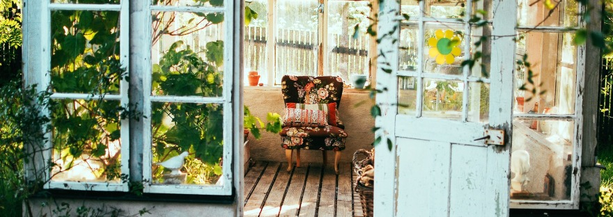 10 Quick and Easy Ideas to Decorate for Spring | www.classictasselsandmore.com